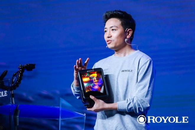 Trung Quốc ú òa ra smartphone bẻ cong đầu tiên trên thế giới: Tạt đầu trước cả Samsung, giá hơn 30 triệu đồng - Ảnh 1.