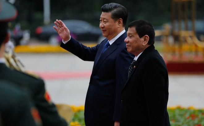Mời ông Tập Cận Bình đến nhà nghe con gái hát tiếng Trung, TT Duterte bị từ chối phũ phàng