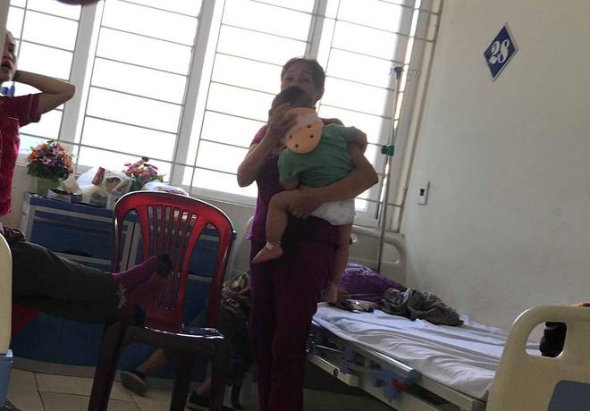 Bé trai bị bố ném từ trên cao xuống đang hoảng loạn, được theo dõi chấn thương sọ não - Ảnh 2.