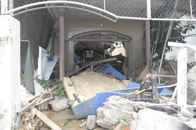 Vụ vỡ hồ nước làm 4 người gia đình thầy giáo ở Nha Trang tử vong: Cần khởi tố vụ án để điều tra? - Ảnh 1.