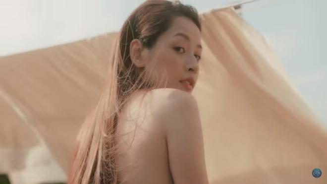 Chi Pu gây sốc với clip bán nude táo bạo - Ảnh 1.
