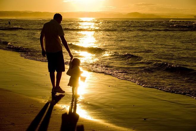 Nếu có con gái, các ông bố nên làm ngay 3 việc này để con không bị những kẻ cặn bã lừa gạt - Ảnh 2.