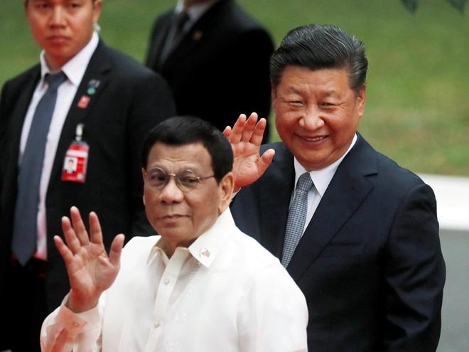 Mạnh vì gạo, bạo vì tiền: TQ nhắm trúng tử huyệt, ông Duterte thuận nước đẩy thuyền - Ảnh 1.