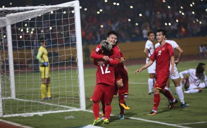 Việt Nam 3-0 Campuchia: Phan Văn Đức dứt điểm tinh tế tung lưới