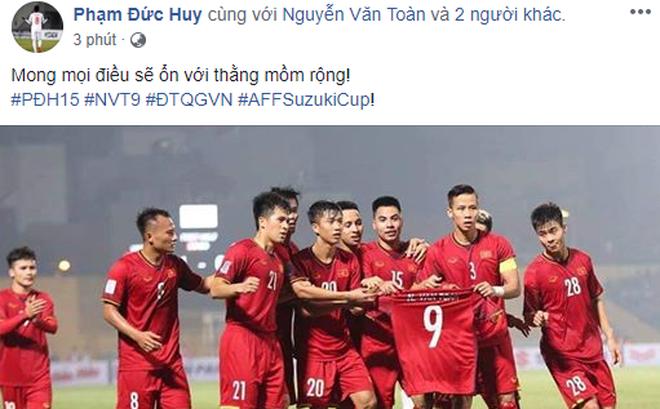 Sao tuyển Việt Nam thi nhau an ủi Văn Toàn