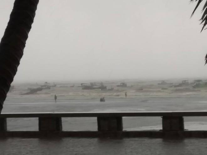Nhiều ngư dân Vũng Tàu liều lĩnh ra biển kiểm tra tài sản giữa cơn bão số 9 quét qua - Ảnh 5.