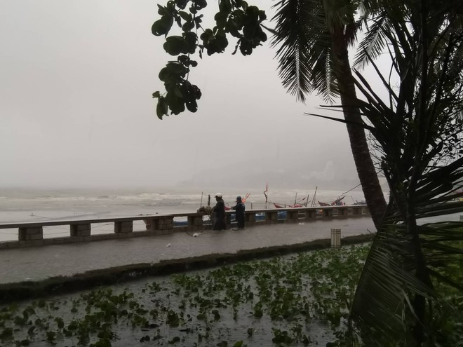 Nhiều ngư dân Vũng Tàu liều lĩnh ra biển kiểm tra tài sản giữa cơn bão số 9 quét qua - Ảnh 6.
