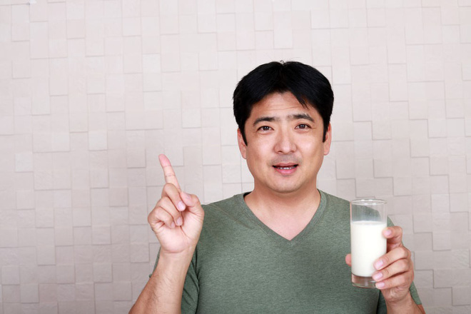 Người uống sữa hàng ngày so với người không uống sữa, sức khỏe có khác nhau nhiều không? - Ảnh 2.