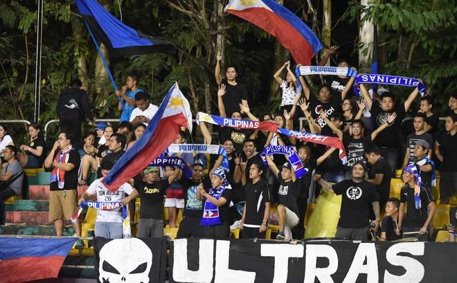 CĐV Việt Nam 'phát điên' với vé, CĐV Philippines thờ ơ đến lạ