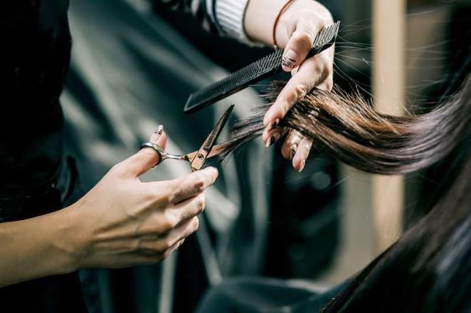 Cắt tóc thường xuyên có làm tóc bạn nhanh mọc dài hơn? - Ảnh 1.