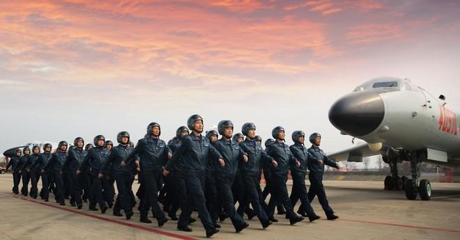 Không quân Mỹ sẽ tan nát trước cú đánh thâm hiểm của Trung Quốc? - Ảnh 1.