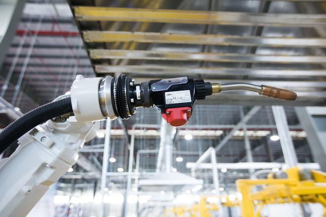 [Ảnh] Cận cảnh xưởng hàn xe máy điện của VinFast - Ảnh 2.