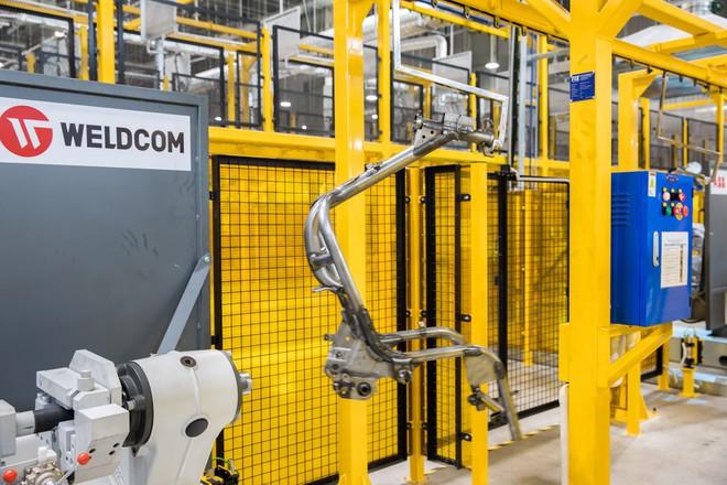 [Ảnh] Cận cảnh xưởng hàn xe máy điện của VinFast - Ảnh 7.