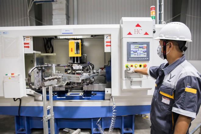 [Ảnh] Cận cảnh xưởng hàn xe máy điện của VinFast - Ảnh 11.