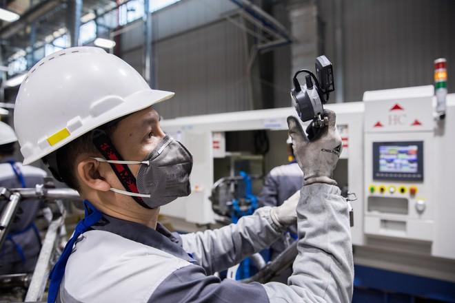 [Ảnh] Cận cảnh xưởng hàn xe máy điện của VinFast - Ảnh 12.