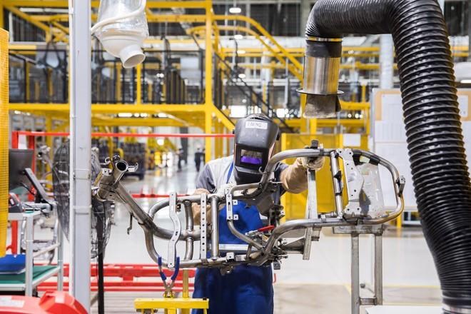 [Ảnh] Cận cảnh xưởng hàn xe máy điện của VinFast - Ảnh 14.