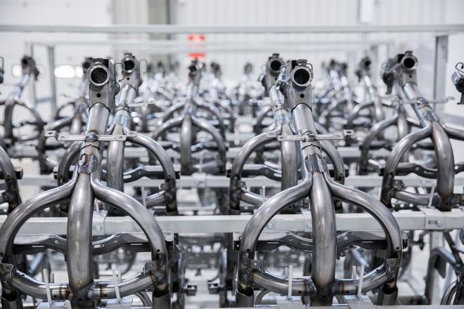 [Ảnh] Cận cảnh xưởng hàn xe máy điện của VinFast - Ảnh 15.