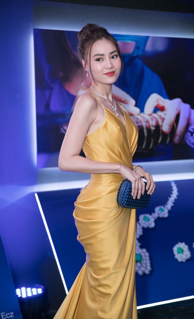Thanh Hằng, Bảo Anh gợi cảm trên thảm đỏ - Ảnh 3.