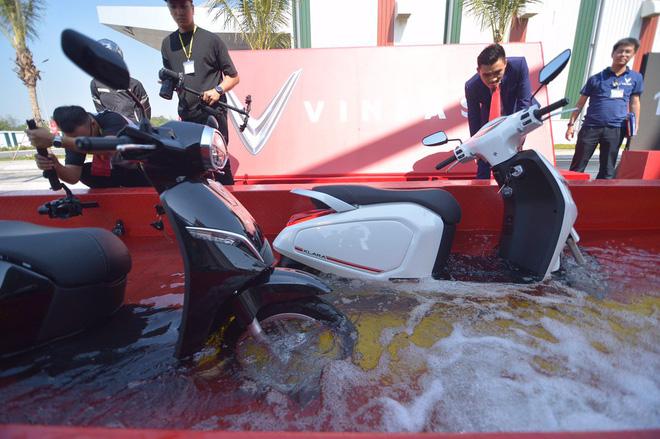 Xe máy điện VinFast sống sót ra sao trong thử nghiệm ngâm nước? - Ảnh 9.