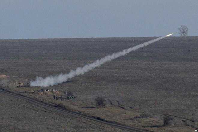 24h qua ảnh: Quân đội Ukraine phóng tên lửa phòng không gần biên giới Nga - Ảnh 3.