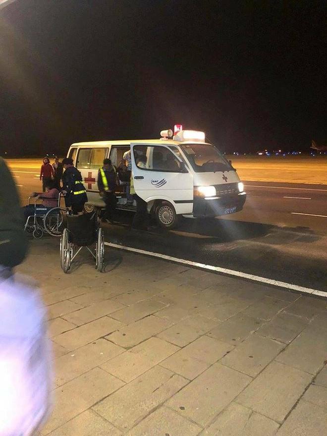 Máy bay Vietjet gặp sự cố, hành khách được lệnh bỏ lại hành lý, xuống bằng cửa thoát hiểm - Ảnh 2.