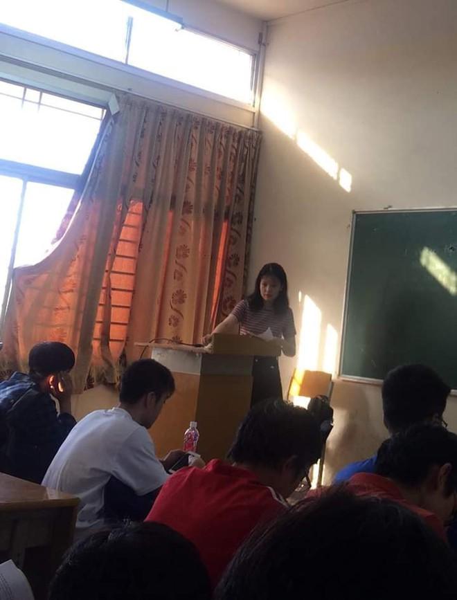 Thêm cô giáo bị chụp lén trên bục giảng khiến dân mạng ráo riết truy tìm danh tính - Ảnh 4.