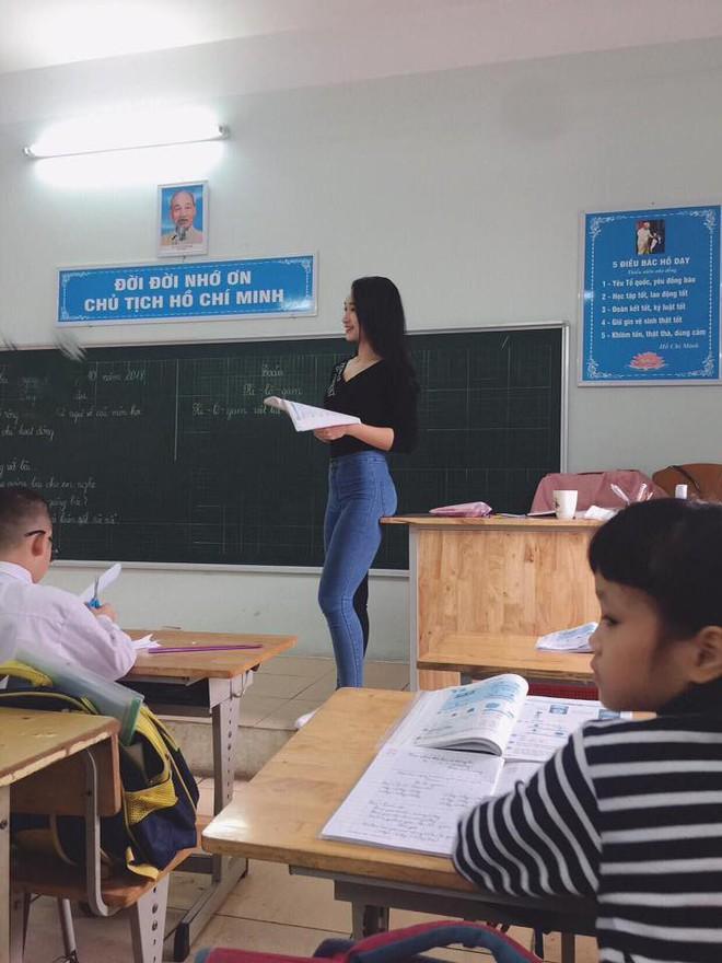 Thêm cô giáo bị chụp lén trên bục giảng khiến dân mạng ráo riết truy tìm danh tính - Ảnh 3.