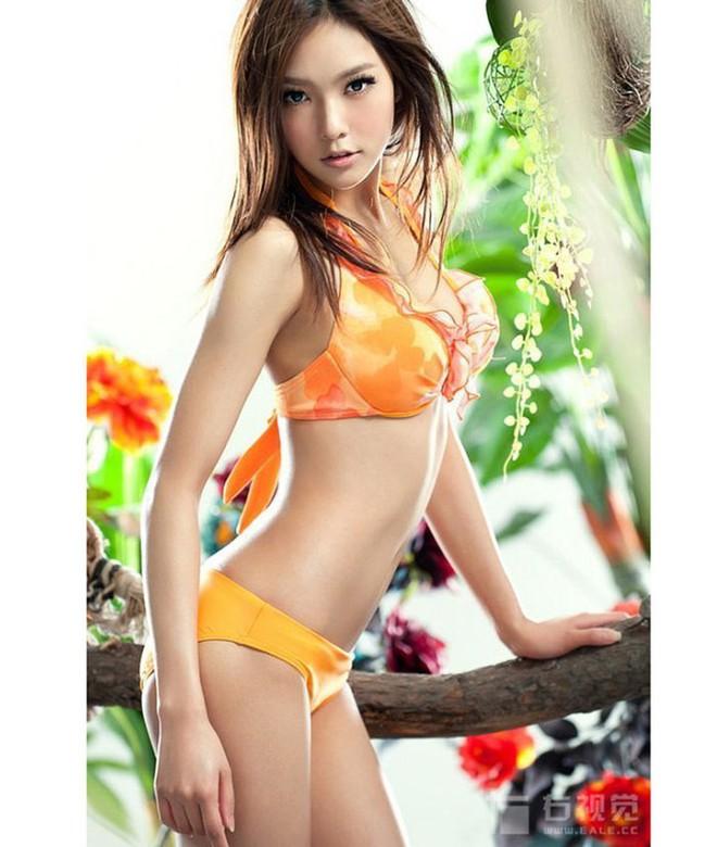 Phú nhị đại số 1 Trung Quốc: Chỉ thích mỹ nữ ngực khủng, bỏ trăm tỷ làm phim lăng xê bạn gái - Ảnh 2.