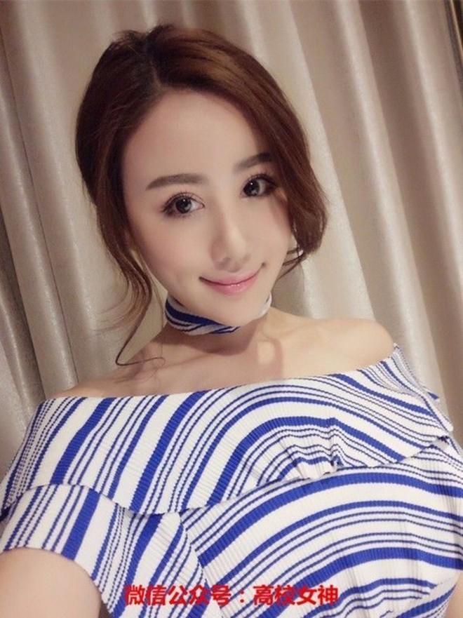 Phú nhị đại số 1 Trung Quốc: Chỉ thích mỹ nữ ngực khủng, bỏ trăm tỷ làm phim lăng xê bạn gái - Ảnh 3.