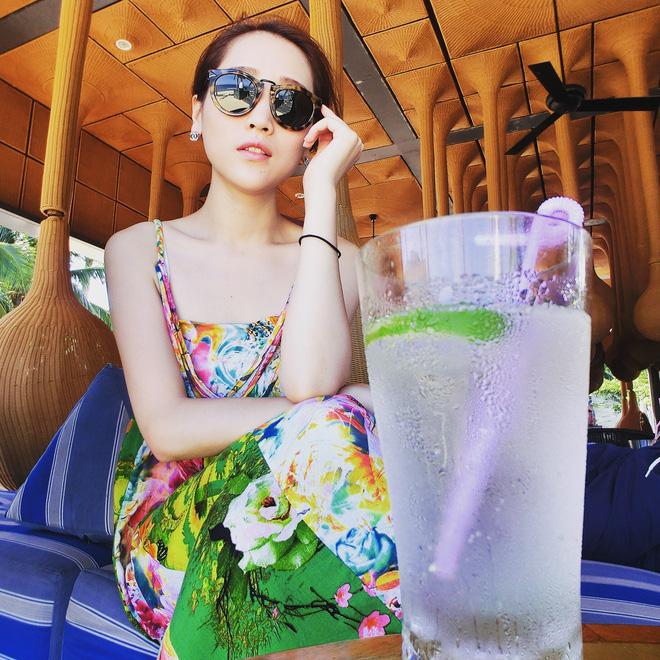 Phú nhị đại số 1 Trung Quốc: Chỉ thích mỹ nữ ngực khủng, bỏ trăm tỷ làm phim lăng xê bạn gái - Ảnh 4.