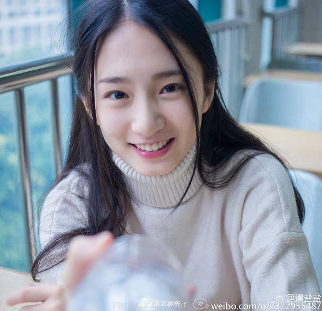 Phú nhị đại số 1 Trung Quốc: Chỉ thích mỹ nữ ngực khủng, bỏ trăm tỷ làm phim lăng xê bạn gái - Ảnh 9.