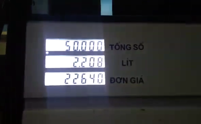 Bị phản ứng vì không giảm giá, nhân viên cây xăng nhanh tay điều chỉnh lại - Ảnh 5.