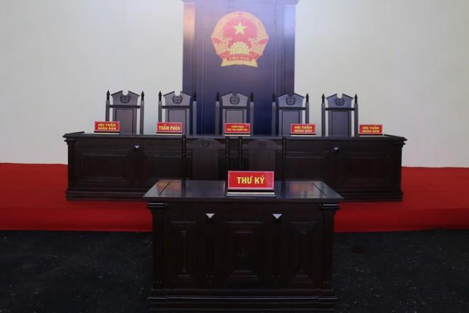 Ảnh: Bên trong phòng xét xử cựu Trung tướng Phan Văn Vĩnh rộng 1.000m2 - Ảnh 3.
