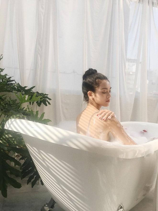 Chân dung nữ chính diễn cảnh nóng gây sốc trong MV 18+ của Nguyễn Trần Trung Quân - Ảnh 6.