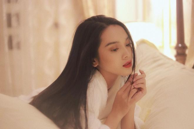 Chân dung nữ chính diễn cảnh nóng gây sốc trong MV 18+ của Nguyễn Trần Trung Quân - Ảnh 7.