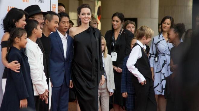 Sau 2 năm ly hôn, Angelina Jolie và Brad Pitt sẽ có cuộc gặp lịch sử vào tháng 12 tới - Ảnh 2.