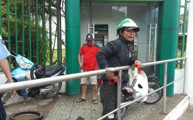 Cướp táo tợn tại Sài Gòn: Dùng ớt trét vào mặt, giật tài sản ngay tại trụ ATM