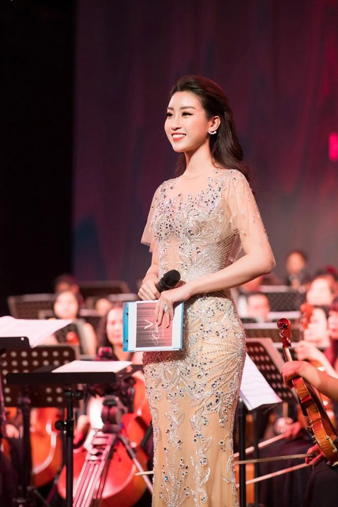 Dở khóc dở cười với Hoa hậu Đỗ Mỹ Linh khi lần đầu lấn sân sang làm biên tập viên trên kênh truyền hình quốc gia - Ảnh 6.
