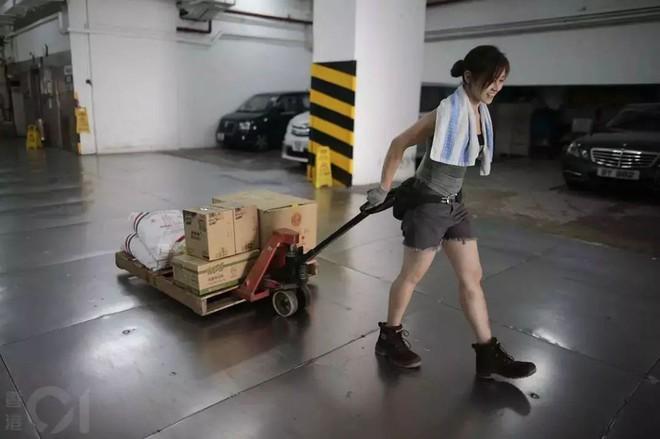 Cô gái Hongkong mình hạc xương mai 10 năm làm nghề bốc vác - ảnh 6