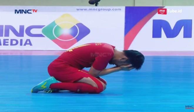 Thái Lan thắng nghẹt thở sau trận cầu đẫm nước mắt, hẹn Việt Nam ở chung kết giải ĐNÁ - Ảnh 4.