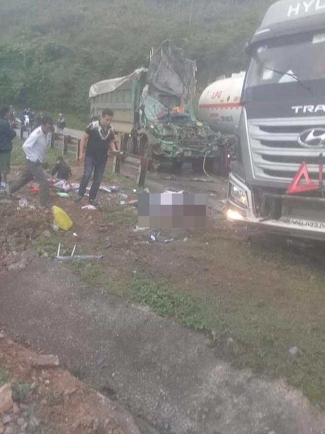 Hiện trường vụ tai nạn nghiêm trọng ở Hòa Bình khiến người đi đường ám ảnh - ảnh 4