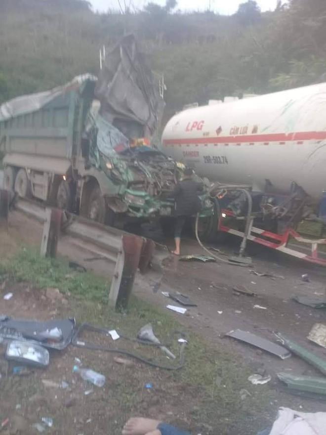 Hiện trường vụ tai nạn nghiêm trọng ở Hòa Bình khiến người đi đường ám ảnh - ảnh 3