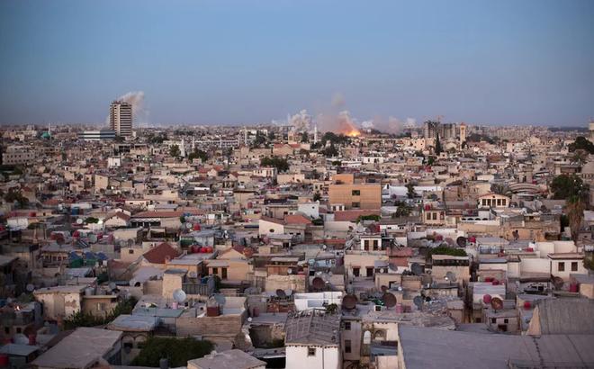 """Quân đội Syria đột phá lớn, thu hồi """"quân bài mặc cả"""" ngay giữa lãnh thổ của khủng bố IS"""