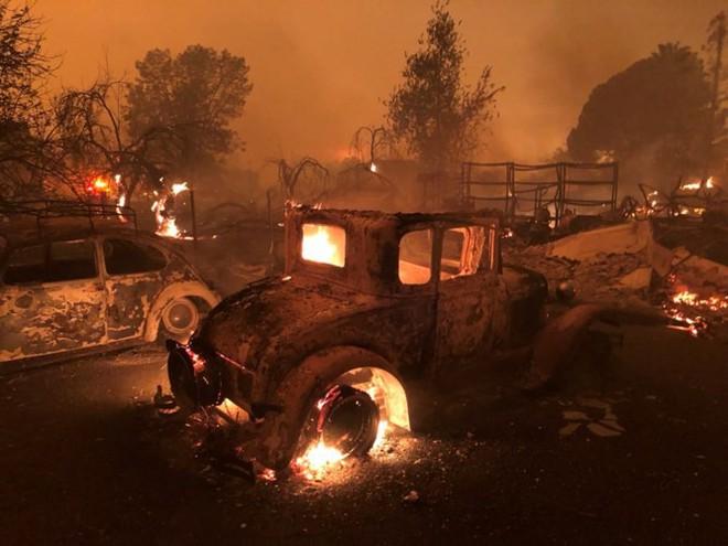 """Cháy rừng """"như tận thế"""" ở California (Mỹ) làm hàng nghìn người sơ tán"""
