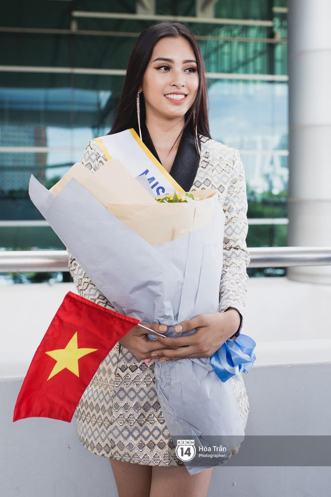 Mẹ cùng người hâm mộ tiễn Trần Tiểu Vy lên đường sang Trung Quốc chinh chiến Miss World 2018 - Ảnh 4.