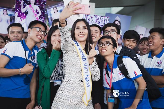 Mẹ cùng người hâm mộ tiễn Trần Tiểu Vy lên đường sang Trung Quốc chinh chiến Miss World 2018 - Ảnh 8.