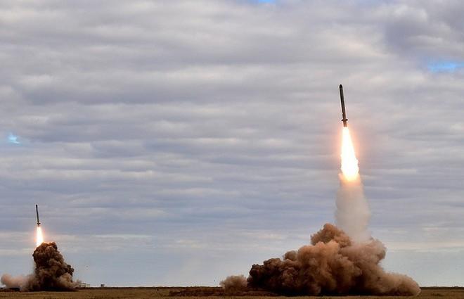 Năm 2017 Nga phô diễn hoàn hảo các tên lửa tấn công chính xác: Đánh đâu, trúng đó! - Ảnh 1.