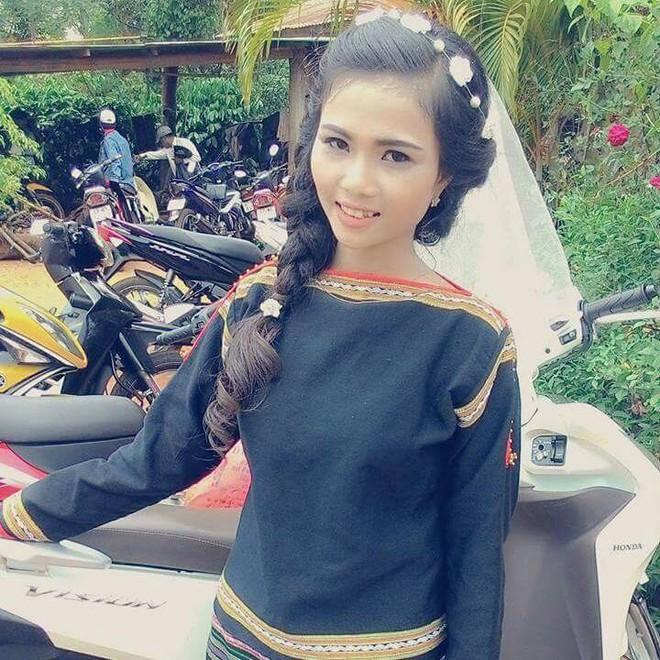 Để tóc dài và nữ tính, nhan sắc em gái hoa hậu HHen Niê gây chú ý - Ảnh 11.