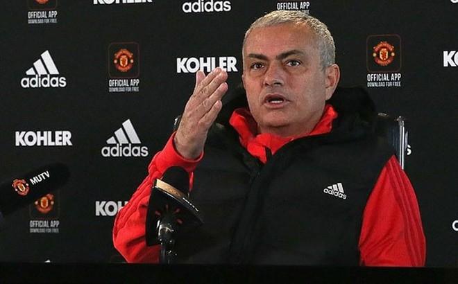 """Mourinho cay đắng thừa nhận Man United không chịu chi tiền """"đi chợ"""""""