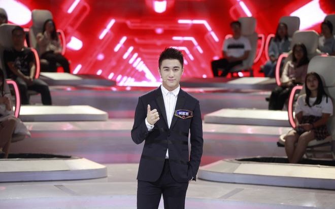 Con trai Vua sòng bài Macau: Đánh bại 100 thiên tài toán học Trung Quốc, yêu siêu mẫu Victoria Secret - Ảnh 2.
